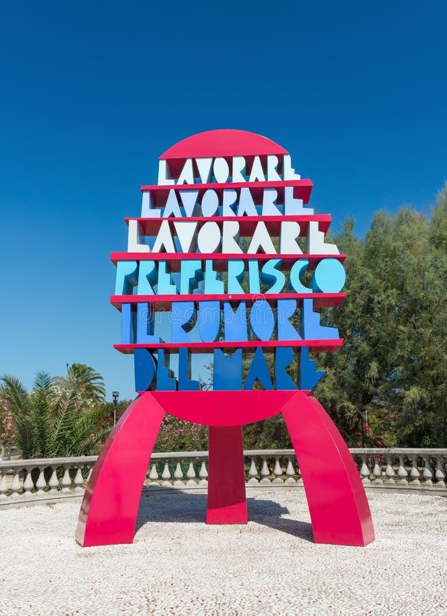 Monumento de palabras - San Benedetto del Tronto - las TIC imagenes de archivo