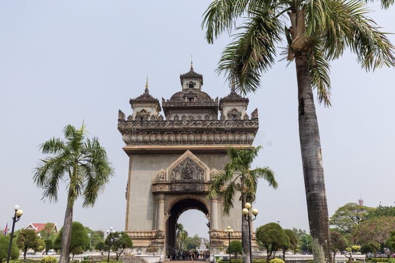 Monumento de Patuxai en Vienti?n, Laos imagen de archivo