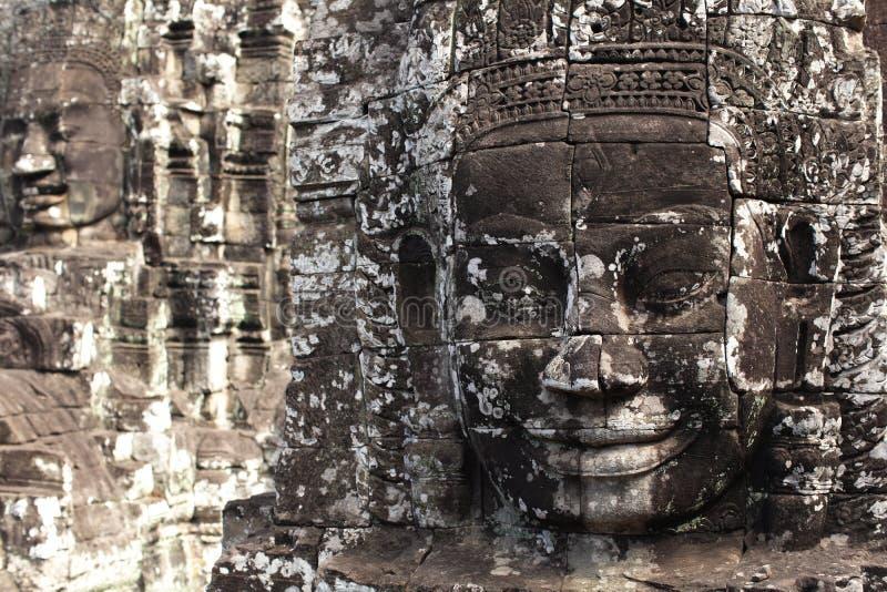 Monumento de pedra da face no templo de Bayon, Cambodia fotos de stock royalty free