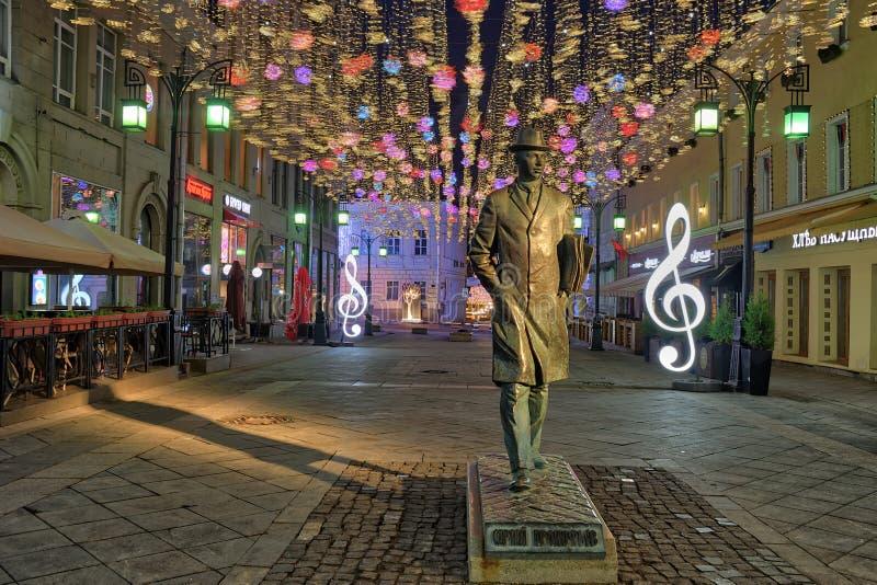 Monumento de Prokofiev en el carril de Kamergersky en la noche de la primavera fotos de archivo libres de regalías