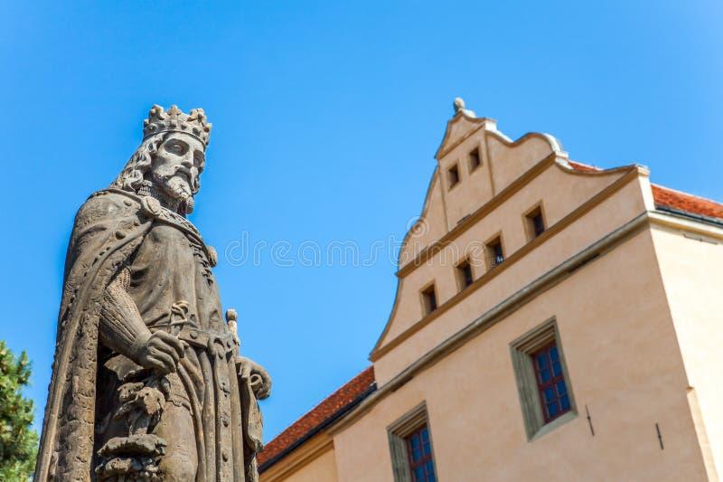 Monumento de rey y del emperador Melnik de Charles IV imagen de archivo