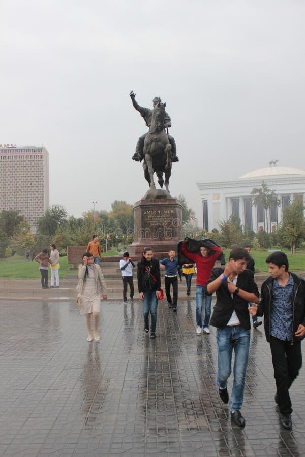 Monumento de Timur Lenk em Tashkent foto de stock royalty free