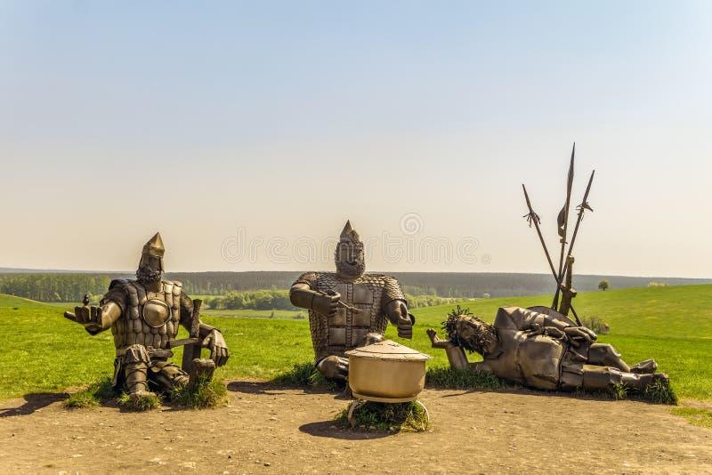 Monumento de três heróis épicos Alyosha Popovich, Dobrynya Nikitich e Ilya Muromets do russo fotografia de stock royalty free