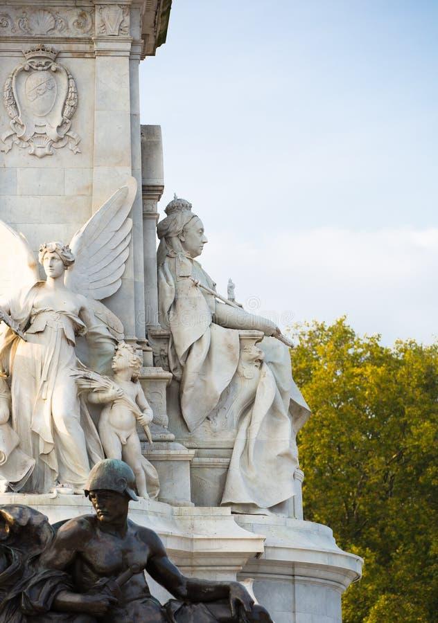 Monumento de Victoria na frente do Buckingham Palace Londres, Reino Unido foto de stock