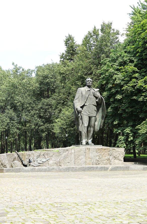 Monumento de Yanka Kupala en Minsk imagen de archivo