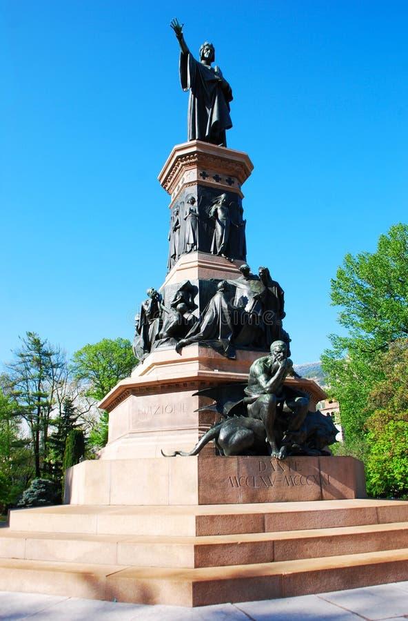 Monumento dedicato a Dante Alighieri, Trento, Italia fotografia stock libera da diritti