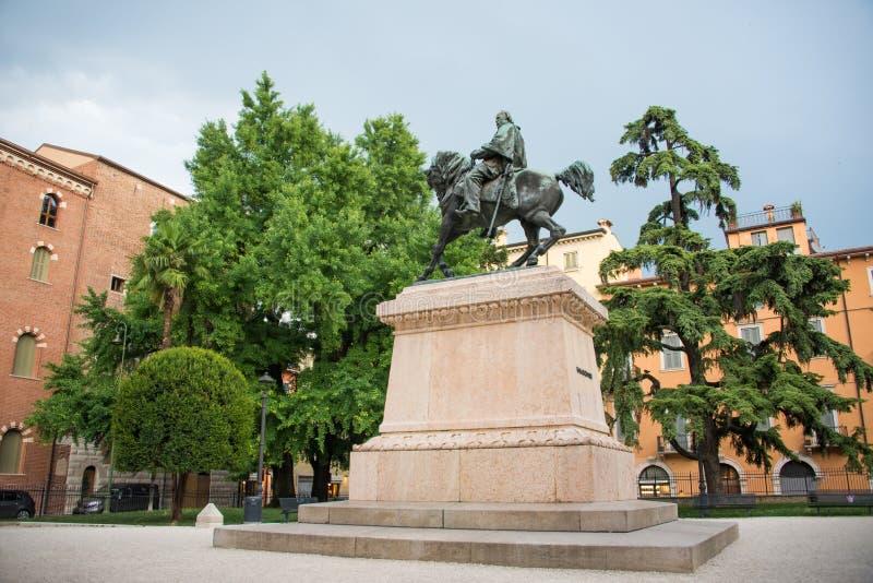 Monumento del bronzo di Garibaldi a Verona immagini stock libere da diritti