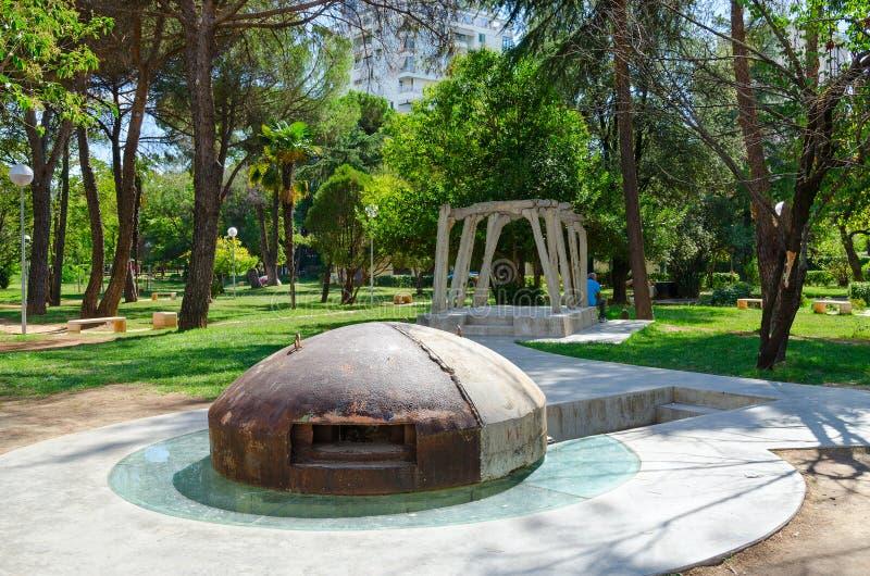 Monumento del bunker e monumento alle vittime di repressione politica, Tirana, Albania immagini stock
