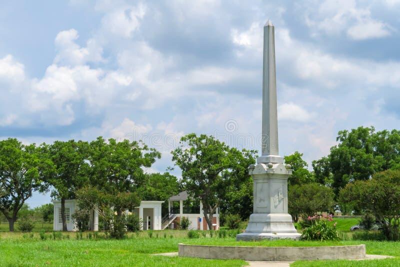 Monumento del campo di battaglia di Fannin su un pomeriggio nuvoloso e soleggiato immagine stock