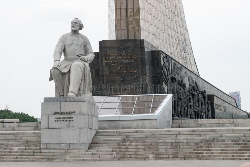 Monumento del fundador K del cosmonauta e tsiolkovsky imagen de archivo