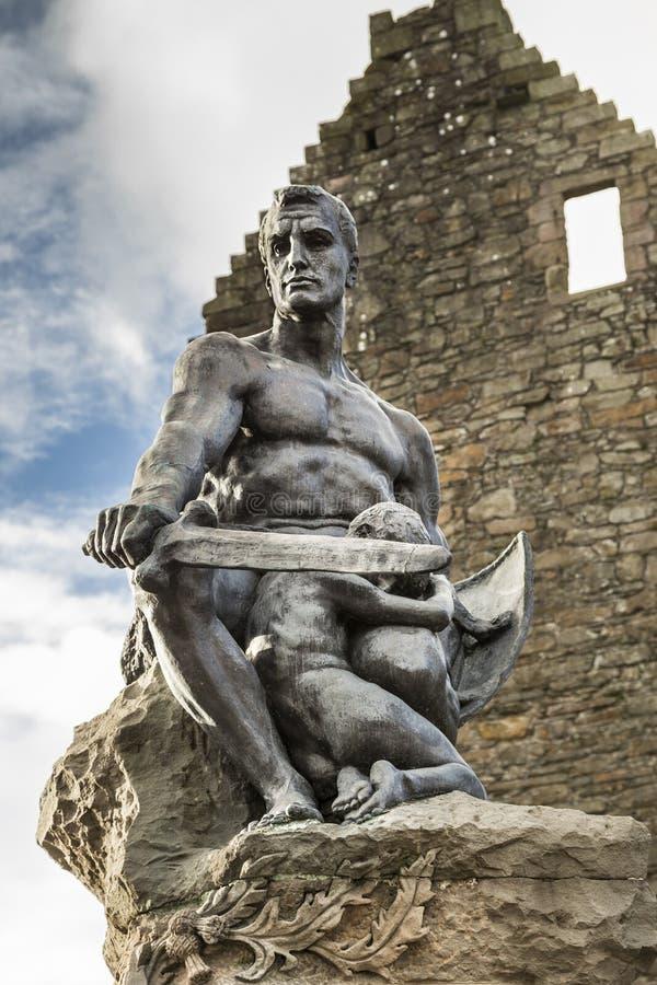 Monumento del guerrero en el castillo del ` s de MacLellan en Kirkcudbright fotografía de archivo
