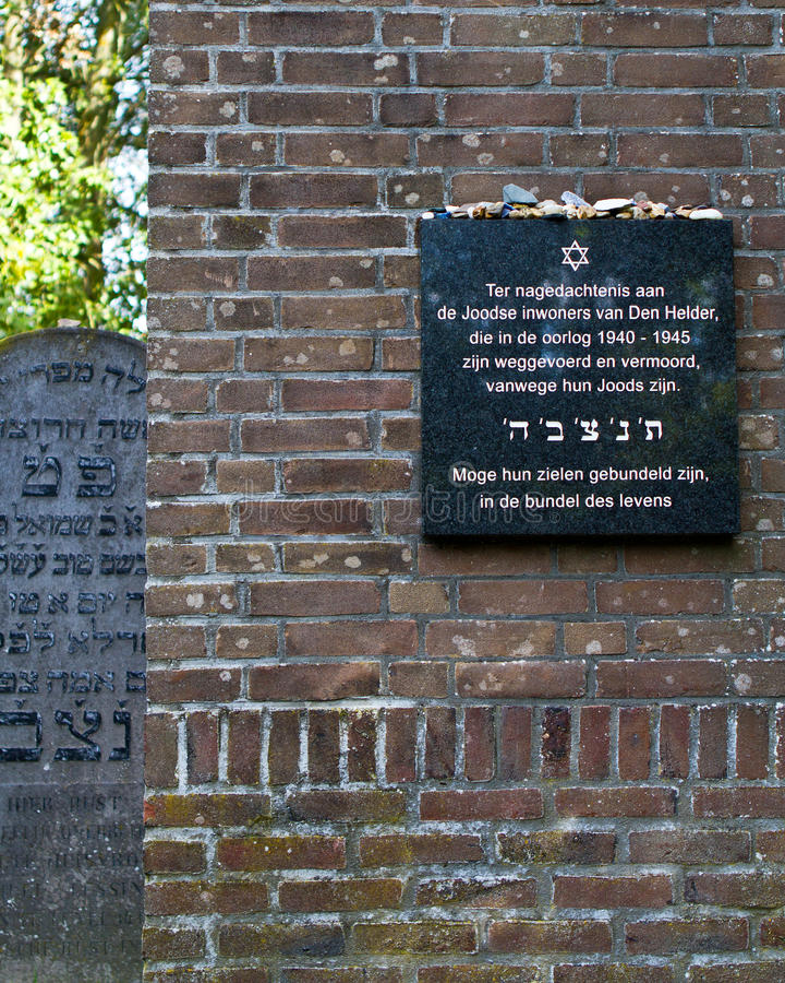 Monumento del holocausto de la pequeña ciudad imagen de archivo libre de regalías