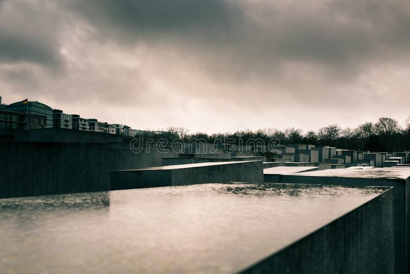 Monumento del holocausto a los judíos asesinados de Europa, Berlín, Alemania en un día lluvioso imágenes de archivo libres de regalías