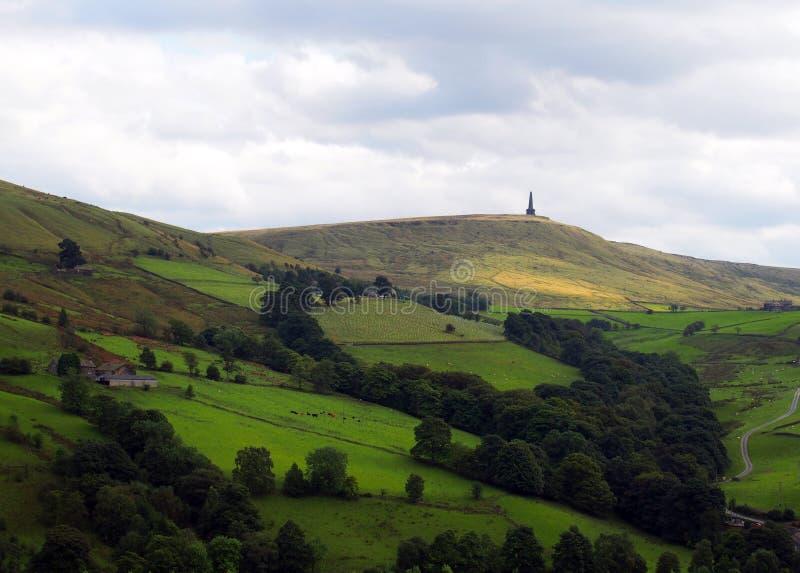 Monumento del luccio di Stoodley nel paesaggio di West Yorkshire fotografia stock libera da diritti