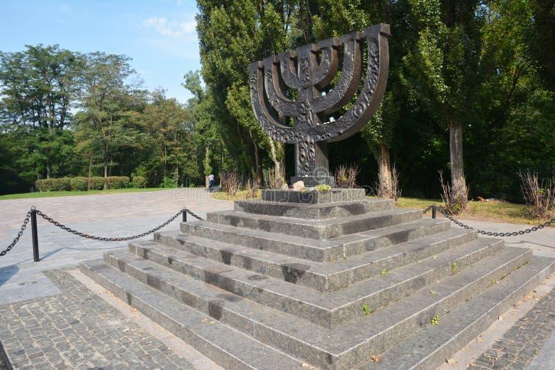 Monumento del menorah del  del holocausto Ð en Babi Yar Holocaust Memorial Center imagen de archivo libre de regalías