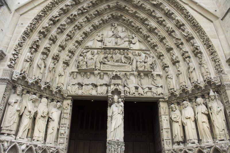 Monumento del Notre-Dame de Paris di Cathedrale o la nostra signora di Parigi immagini stock libere da diritti