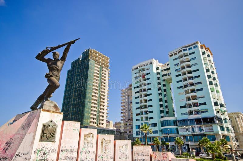 Monumento del partidario en Durres, Albania foto de archivo libre de regalías
