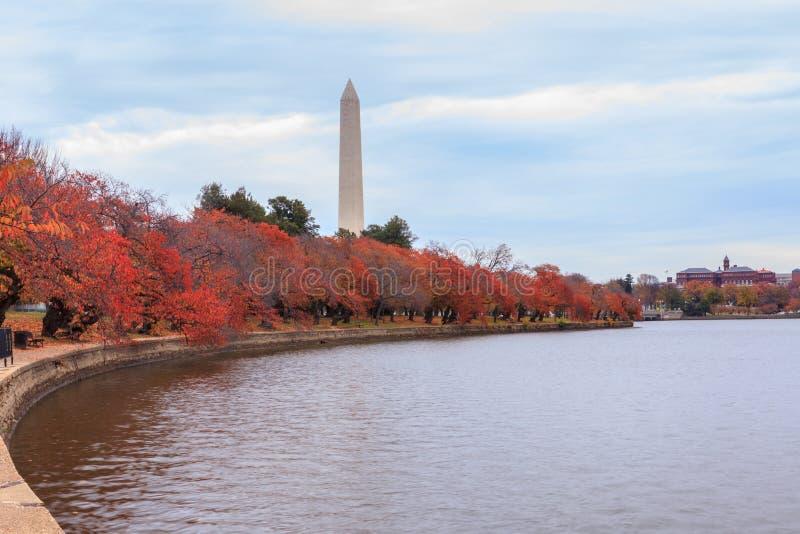 Monumento del Washington DC in autunno immagine stock
