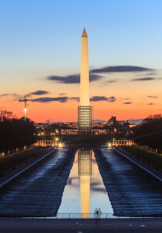 Monumento del Washington DC con lo stagno di riflessione vuotato fotografie stock libere da diritti