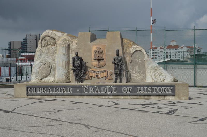Monumento dell'entrata al EL Peñon in Gibilterra Natura, architettura, storia, fotografia della via 10 luglio 2014 Gibilterra, g immagini stock