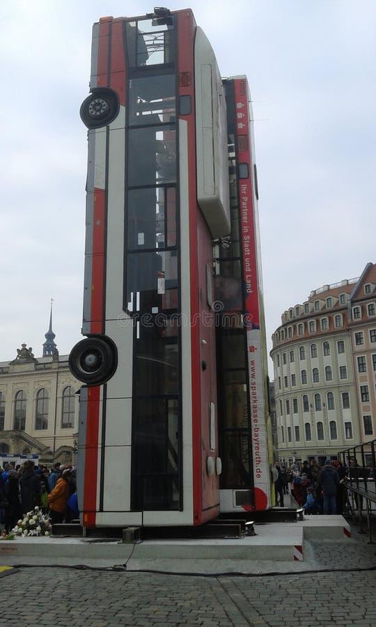 Monumento della barriera del bus immagini stock