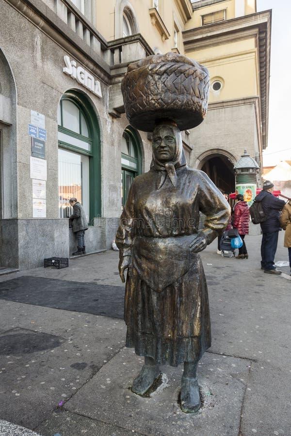 Monumento della donna agricola a Zagabria, Croazia fotografia stock