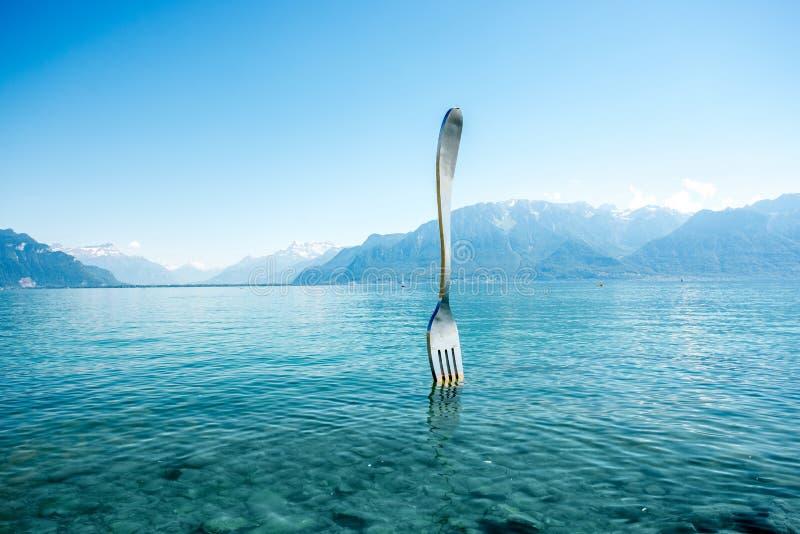 Monumento della forcella nel lago geneva fotografia stock