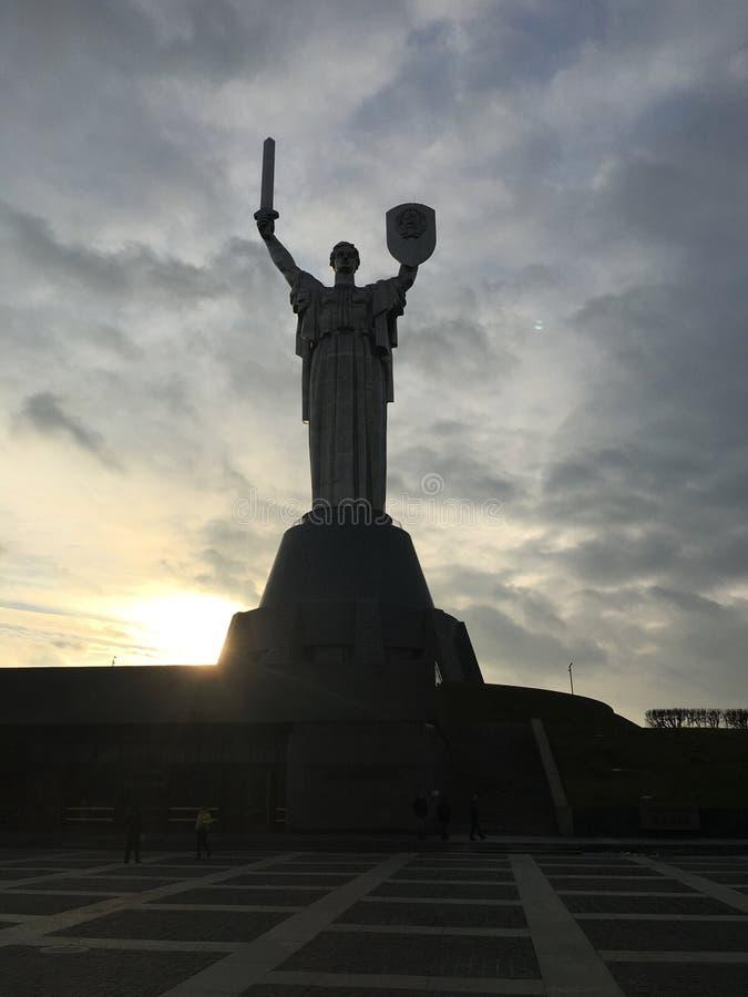 Monumento della patria a Kiev immagini stock