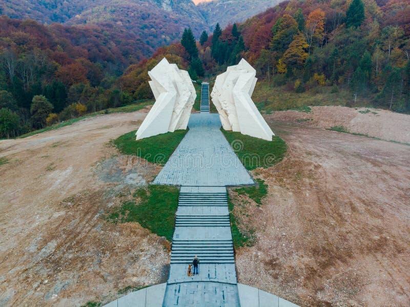 Monumento della seconda guerra mondiale di Tjentiste, parco nazionale di Sutjeska, Bosnia-Erzegovina fotografia stock libera da diritti