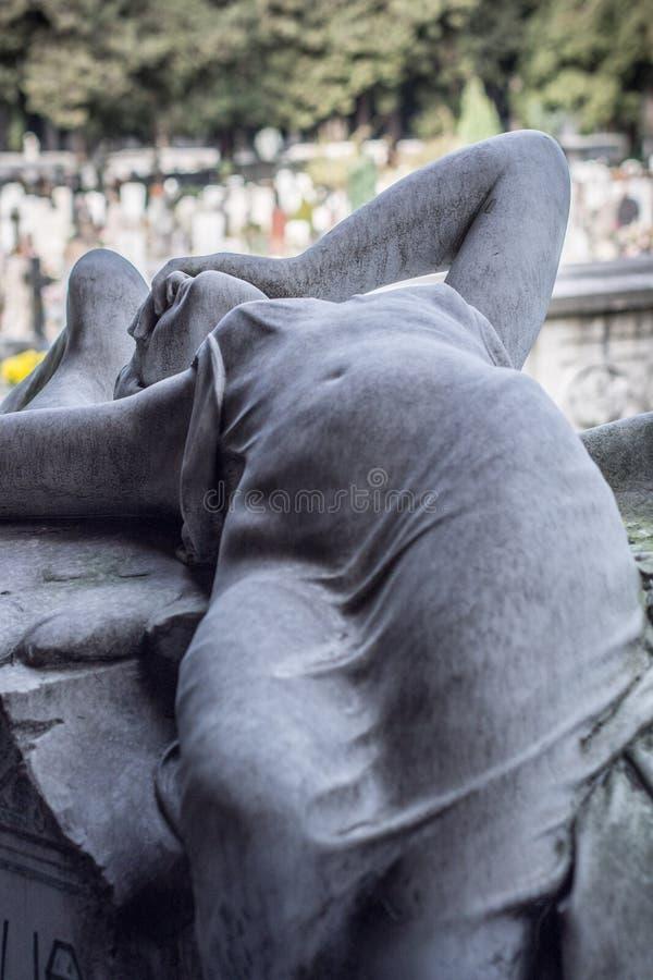 Monumento della tomba del cimitero fotografia stock libera da diritti