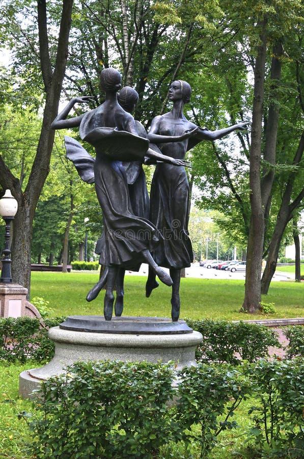 Monumento delle ballerine nell'accademia bielorussa del parco di musica fotografia stock