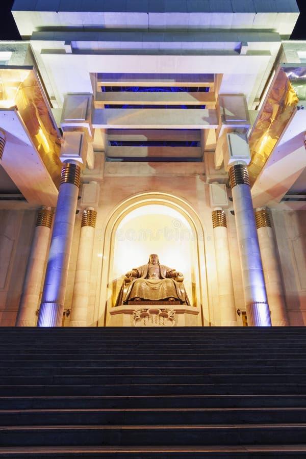 Monumento, descrevendo um Genghis Khan assentado foto de stock royalty free