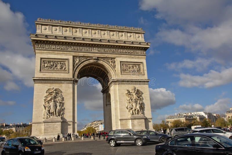 Monumento di Arc de Triomphe, Parigi fotografie stock libere da diritti