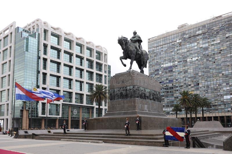 Monumento di Artigas alla plaza Independencia Montevideo fotografie stock libere da diritti