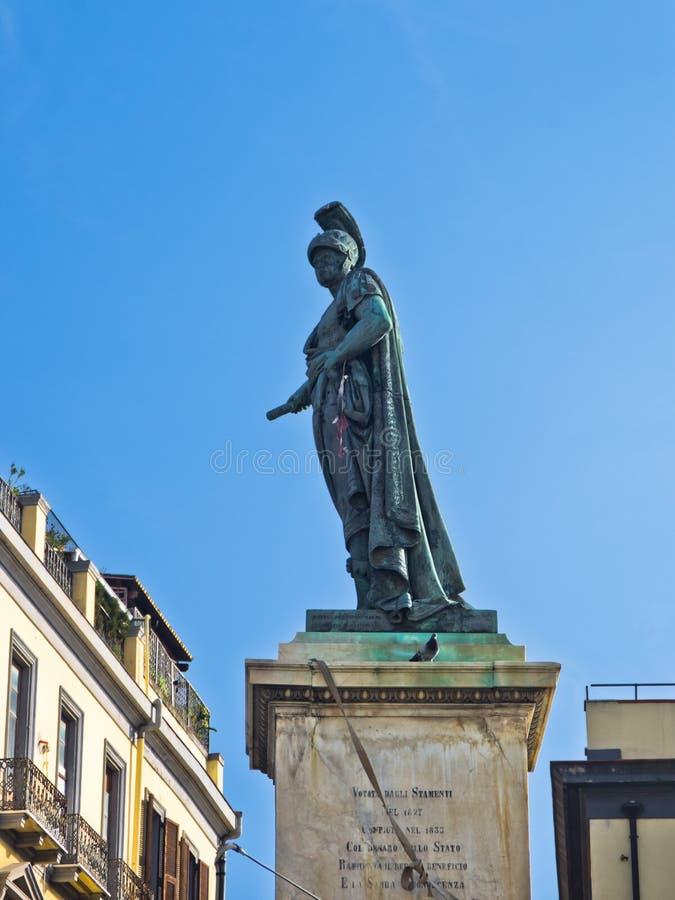 Monumento di Carlo Felice sul quadrato principale a Cagliari, Sardegna fotografia stock