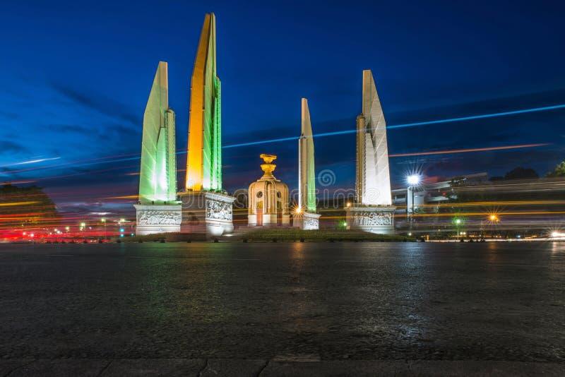 Monumento di democrazia a Bangkok, Tailandia immagine stock