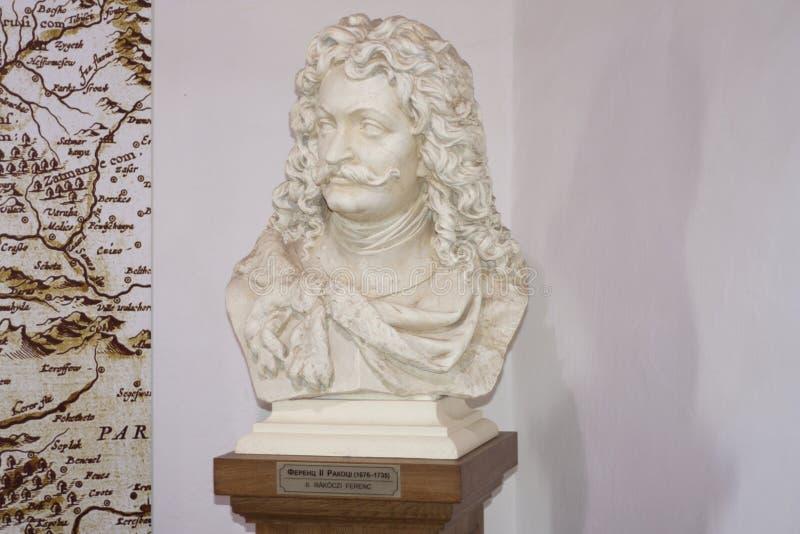 Monumento di Ferenc Francis II Rakoczi nel castello di Palanok in Mukacheve, Transcarpatia, Ucraina: MUKACHEVO, foto dell'UCRAINA fotografia stock libera da diritti