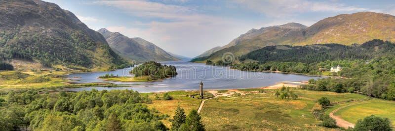 Monumento di Glenfinnan e Loch Shiel, Scozia immagini stock libere da diritti