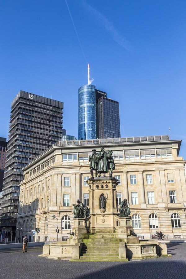 Monumento di Johannes Gutenberg sul Rossmarkt del sud fotografia stock
