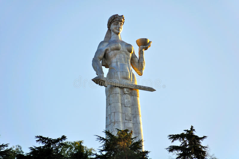 Monumento di Kartlis Deda, Tibilisi Georgia fotografie stock libere da diritti