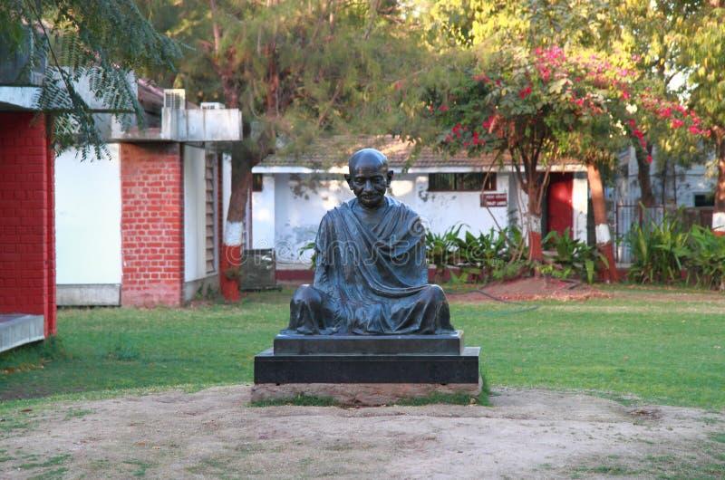 Monumento di Mahatma Gandhi nell'ashram di Sabarmati a Ahmedabad, India immagini stock libere da diritti