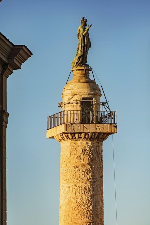 Monumento di Traian Column a Roma fotografia stock libera da diritti