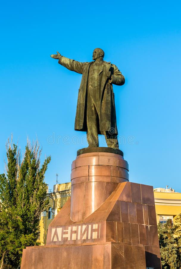 Monumento di Vladimir Lenin sul quadrato di Lenin a Volgograd, Russia immagini stock libere da diritti