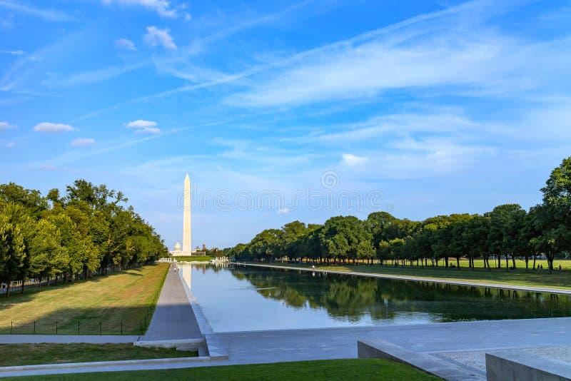 Monumento di Washington riflesso sullo stagno di riflessione nel centro commerciale di nazione immagine stock