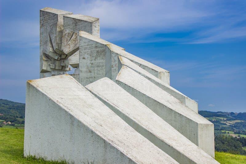 Monumento do batalhão dos trabalhadores dos lutadores em Kadinjaca, Sérvia fotos de stock