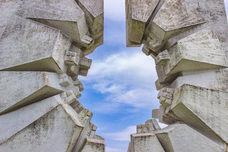 Monumento do batalhão dos trabalhadores dos lutadores em Kadinjaca, Sérvia fotografia de stock