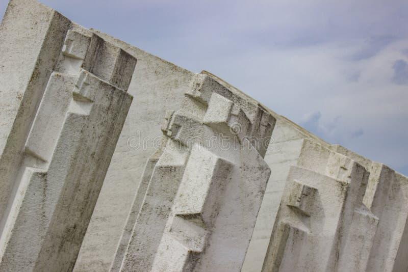 Monumento do batalhão dos trabalhadores dos lutadores em Kadinjaca, Sérvia fotografia de stock royalty free