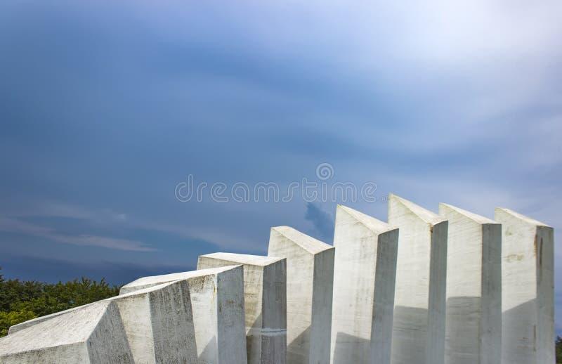Monumento do batalhão dos trabalhadores dos lutadores em Kadinjaca, Sérvia fotos de stock royalty free