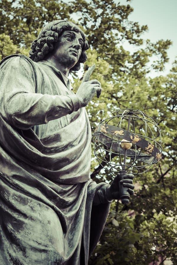 Monumento do grande astrônomo Nicolaus Copernicus, Torun, Polônia foto de stock royalty free