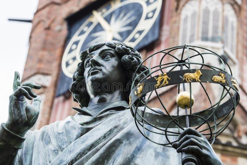 Monumento do grande astrônomo Nicolaus Copernicus, Torun, Polônia foto de stock